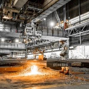 施耐德电气:助力打造中国钢铁首个无人行车智能车间