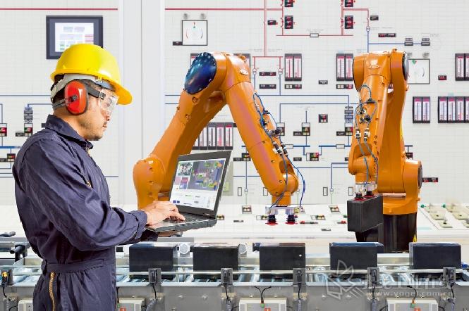 未来,机器人将会承担越来越多标准性的工作任务,而专业人员则会承担其他的工作任务