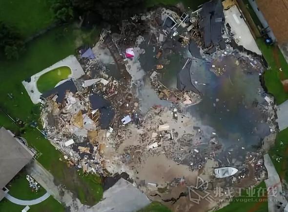 佛罗里达州帕斯科县260英尺的天坑鸟瞰图.