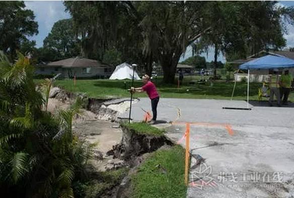 Lori ·Collins博士使用GPR探地雷达技术收集有关天坑的地下数据