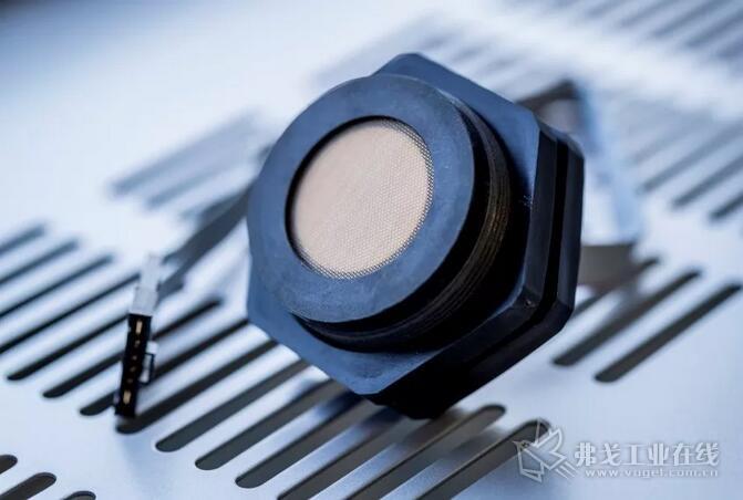 """超声波传感器UCC * -50GK与附加模块的组合形成""""物联网传感器"""",内置八种不同的功能。"""