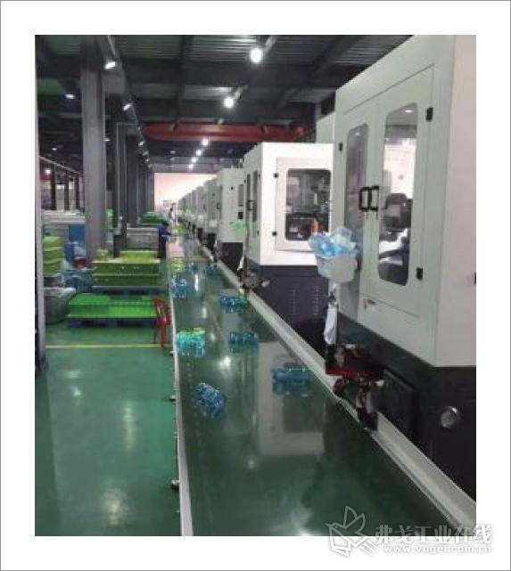 """2008年开始,精业投入到全自动一步法""""注-拉-吹""""中空成型机的研发生产中"""