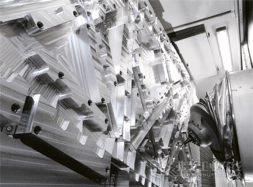 图1  成都航飞航空机械制造设备有限公司安装的ECOSPEED F 2060设备用于航空铝结构部件的铣削加工