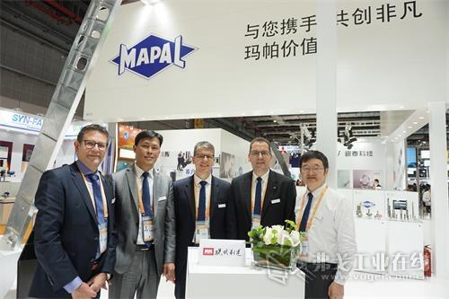 MAPAL玛帕全球市场总监Andreas Enzenbach先生、MAPAL中国总经理刘宜平先生、MAPAL玛帕总裁Jochen Kress博士、MAPAL玛帕亚太区总监Armin Kasper先生、MAPAL玛帕中国技术总监行百胜先生(从左至右)