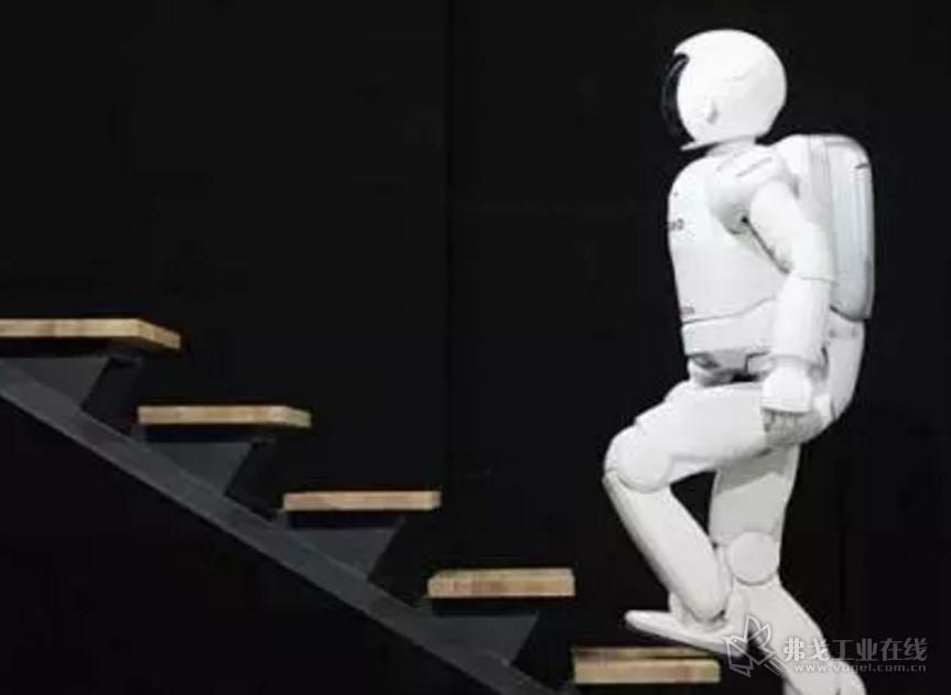 """2000年 能走路的""""阿西莫""""机器人"""