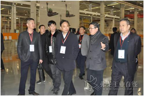 优秀供应商代表参观了杭叉集团横畈智能制造基地和青山工业园区