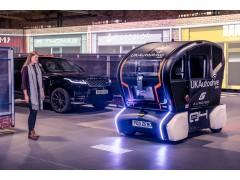 用灯光投射与行人沟通 自动驾驶汽车进入现实世界的新尝试