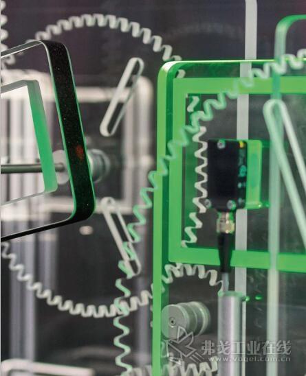 从第一个接近开关到透明机器的感觉器官,具有通信功能的传感器成为工业4.0的信息服务器