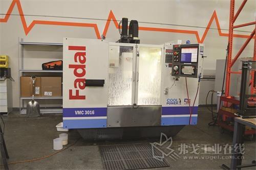 该公司购买了改装后的Fadal 3016HT VMC,用于模具生产。机器外形似新,但是采用的还是原来的控件,估计已经用了25年了。也就是说,虽然机器尚能正常工作,但是CNC的加工能力无法满足史密斯提出的进给速度