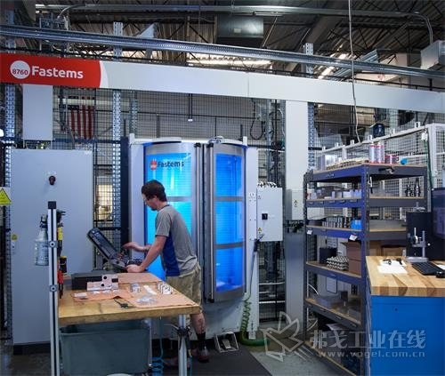Hirsh公司的36托盘FMS系统将系统服务的2台五轴机器的主轴正常运行时间最大化。这家车间正在计划为该FMS系统增添第2台机器