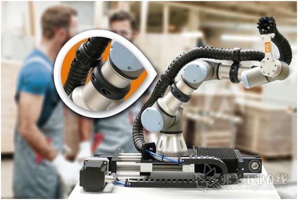 用于triflex R 拖链的新型安装夹具采用了圆润的环形设计,确保了人与机器之间的安全交互。(来源:igus GmbH)