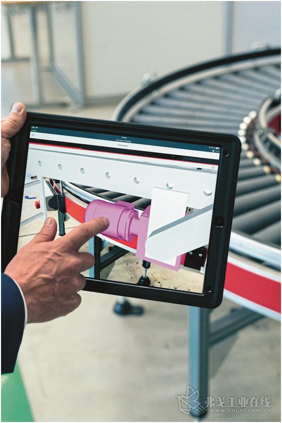 图1 借助一个工业平板电脑即可通过Scan扫描原始电动机来打开一台机器的3D-CAD画面。这一增强现实应用软件能够做到,将真实物体直接同其数字化表达统一起来