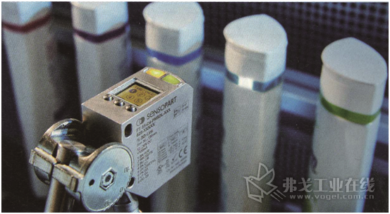 图1 FT 55-CM可以通过IO-Link过程数据输出RGB值