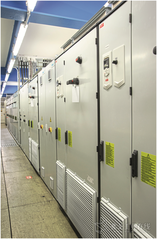 图2 Uelzen工厂中摆放的ACS880-17型变频器机柜