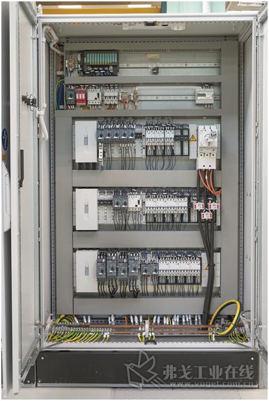在西门子的电源柜中,整个铆接单元的能量供应和监控聚集在一起