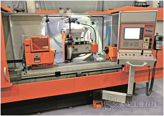 图2拥有双旋转磨头、液体动压轴承和可变速控制的BUB E 50/1000 CNC磨床的工作空间