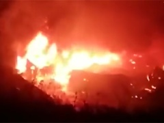 网传大连一化工厂爆炸为不实消息!实为木料仓库着火并已扑灭