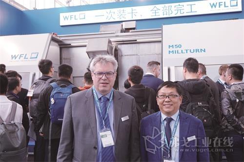 奥地利WFL车铣技术公司北京代表处首席代表李锋博士(右)及WFL机床公司(车镗铣复合加工技术)销售经理汉斯先生(左)