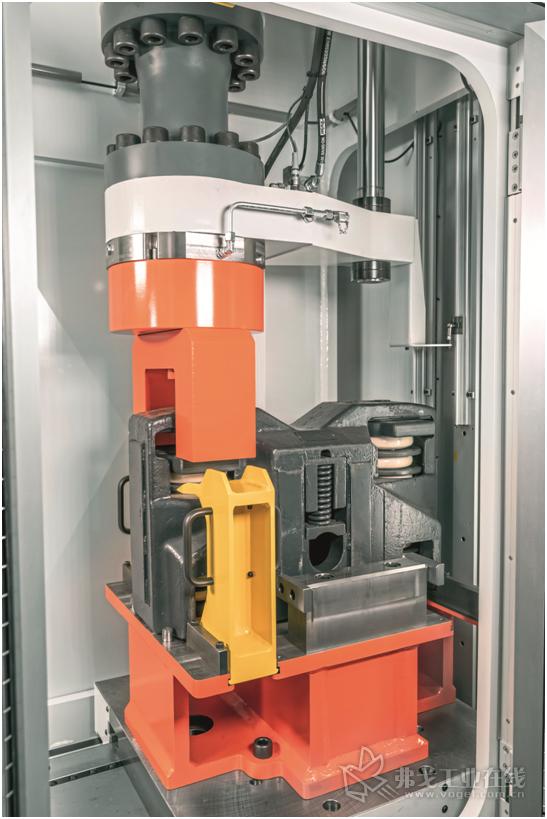 图2 Rexroth公司闭环控制的液压伺服执行机构承担着液压测试的运动任务