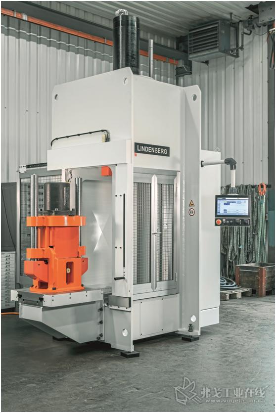 图1 Lindenberg技术公司研发生产的检测用液压机配用了Rexroth公司研发生产的液压伺服执行器,将很高的能源利用效率和数字化控制技术结合到一起