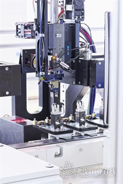 在测试站,LEM使用了雄克气动和电动产品组合,大幅提高生产率和工艺可靠性