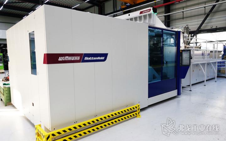 2018年底,Aquatherm公司增加了一台威猛巴顿菲尔的大型注塑机——MacroPower 1000/16800,该设备这锁模力10000 kN、最大注射量9kg