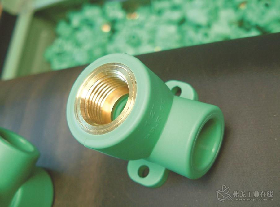 Aquatherm公司生产的带有黄铜的管道配件