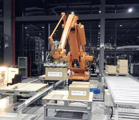 在大型物流中心或工业生产中,体积庞大的物料以及纸箱都耗费巨大的人力成本及资料,且存在极大的安全隐患,自动化工业以及自动化仓内系统是必要的
