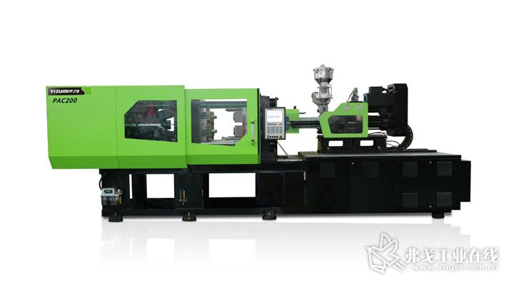伊之密全新的PAC200机型、搭载伊之密一出四模具以及模内贴标系统,以一出4的方式高速成型一贴标容器