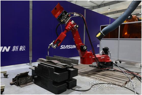 新松7轴焊接机器人