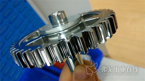 图1 Otec的流式精加工工艺改善了齿轮的表面光洁度,起到减少摩擦,提高发动机性能的效果