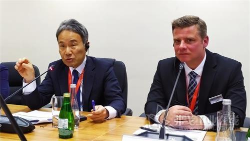 DMG MORI有限公司总裁森雅彦博士(左)和DMG MORI中国首席运营官兼总裁弗兰克•比尔曼博士(右)