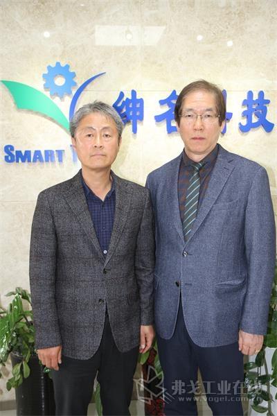 韩国起兴机械株式会社社长金敏秀先生(左)和顾问李在允先生(右)