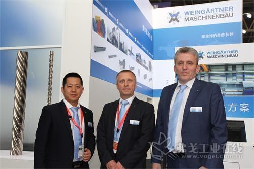 魏因加特纳机械制造有限公司销售总监克劳斯·盖斯勒先生(中)、亚洲区销售经理毛泽先生(右)和中国区销售经理李文增先生(左)
