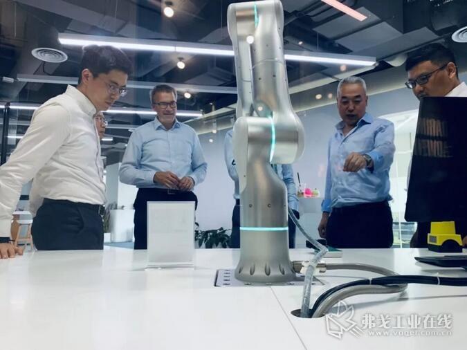 SCHUNK(雄克)拜访了AI机器人公司Flexiv(非夕)位于中国上海的业务中心