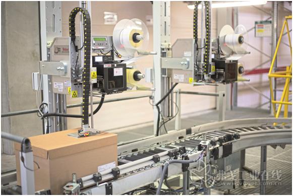图1 标签印刷供标器Legi-Air 4050E 使Bluhm Systene的贴标装置能根据完全不同的生产环境实现自动匹配