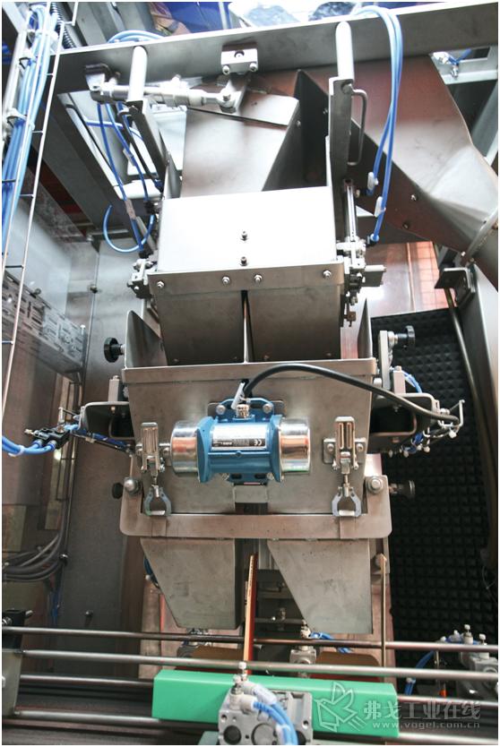 图2 量身定制的分配装置保证了同时完成两盒产品的包装