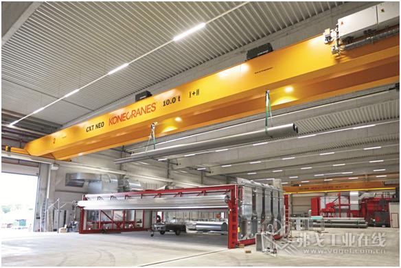 六台CXT Neo双梁桥式起重机在Brinker Fetten公司全新的物流大厅中实现了完美的同步运行