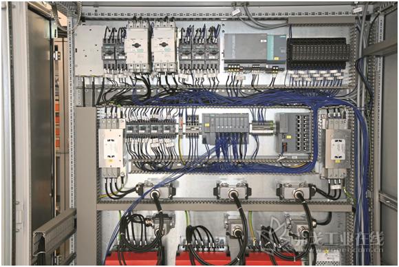 电气控制柜中的标记种类:从电气控制柜中的种种标记中一眼就能看出设备制造技术水平的高低了