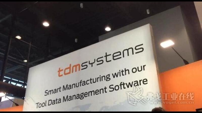IMTS2018-TDM亚太区销售总监Robert Auer先生进行展台介绍