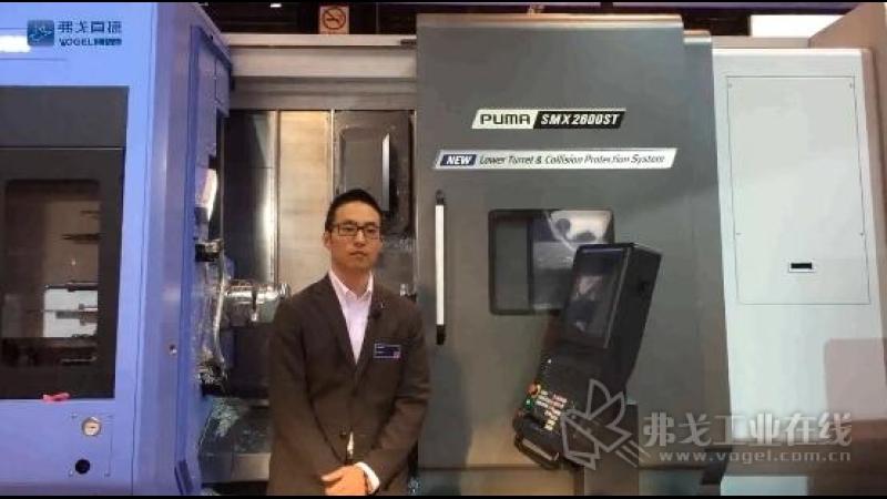 IMTS2018-斗山机床产品策划经理John Kim先生正在介绍展台