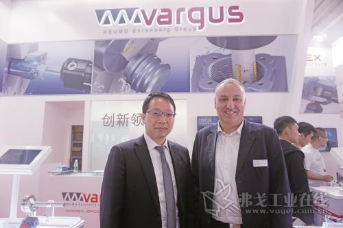 VARGUS中国总经理饶建国先生(左)和VARGUS集团销售总监Michael Segal先生(右)