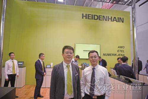 约翰内斯·海德汉博士(中国)有限公司机床产品应用经理李岩(左)和产品经理连昱(右)