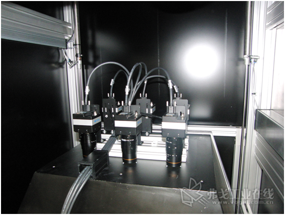 六台800万像素分辨率的堡盟LX系列相机可采集多幅图像,然后合并成像素级精度的正面和背面合成图像,并借助压铸件的CAD数据以进行分析。