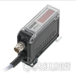 尺寸仅几毫米的MICROmote®光电传感器头配有坚固的金属外壳,可通过单独的放大器进行操作。(图片来源:巴鲁夫)