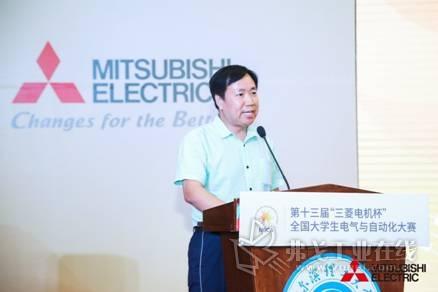 中国自动化学会副理事长侯增广教授为颁奖典礼致辞