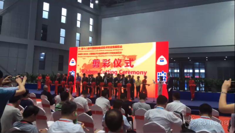 第十八届中国国际模具技术和设备展览会剪彩仪式正式开始