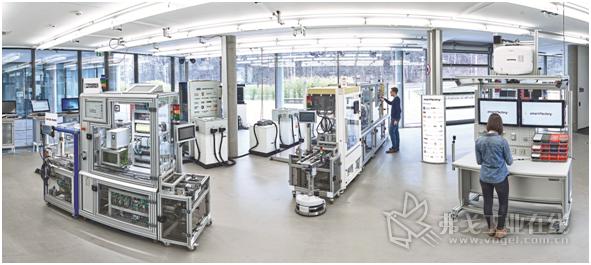 越来越多的企业在生产中以及厂房内使用所谓的无人驾驶运输系统和自动导引车输送货物和材料