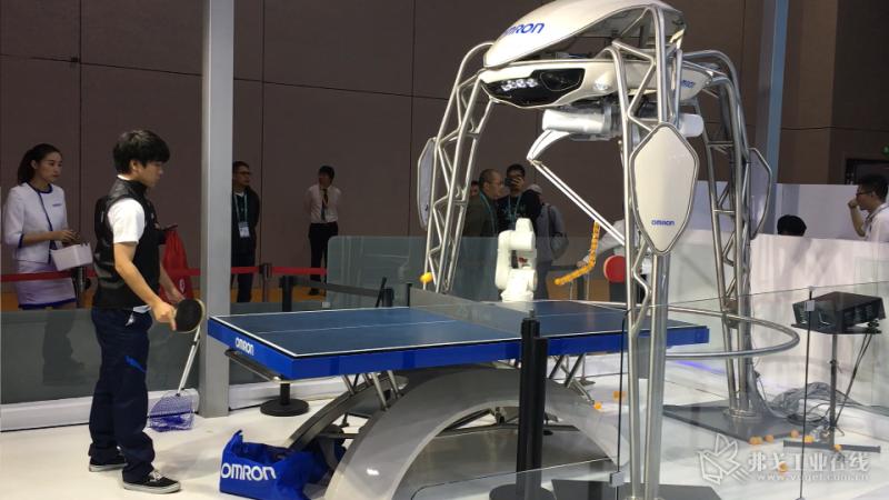 OMRON的第四FORPHEUS乒乓机器