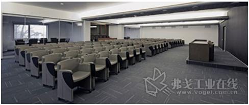 凭借每个房间中的二氧化碳传感器,APROL BMS能够按需为会议室提供新鲜空气。